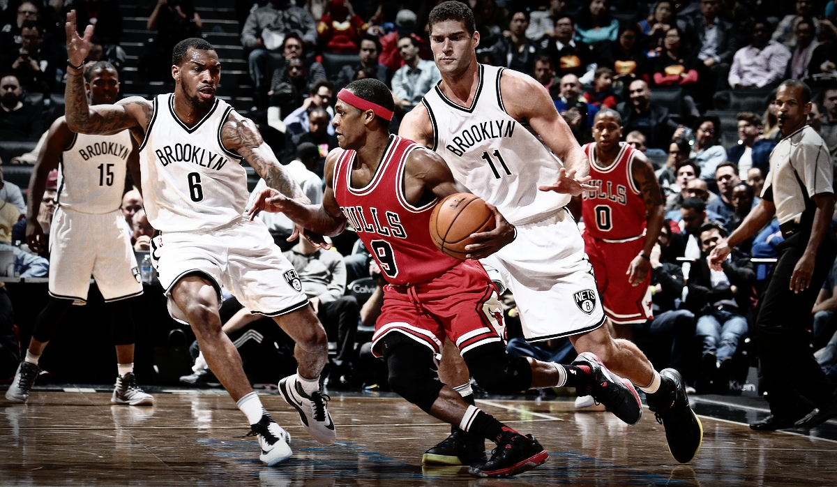 BROOKLYN, NY - OCTOBER 31: Rajon Rondo #9 of the Chicago Bulls handles the ball against the Brooklyn Nets on October 31, 2016 at Barclays Center in Brooklyn, New York. NOTE TO USER: User expressly acknowledges and agrees that, by downloading and or using this Photograph, user is consenting to the terms and conditions of the Getty Images License Agreement. Mandatory Copyright Notice: Copyright 2016 NBAE (Photo by Nathaniel S. Butler/NBAE via Getty Images)